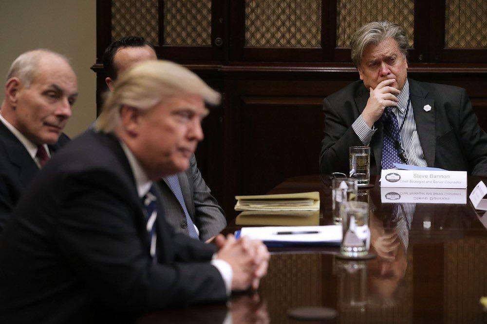 Bannon exits as Trump's White House senior strategist