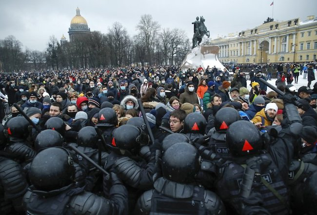Tens of thousands protest in Russia